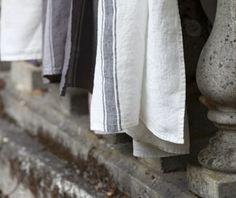 Nappe et serviette en lin lav� ciment et rouge Vivario Harmony