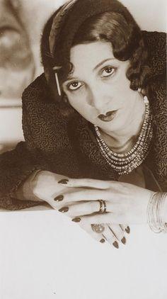 Renée Perle, Étude de Mains - c. 1932 - Photo by Jacques-Henri Lartigue