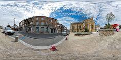 Rue de Granville et église à Saint-Pair-sur-Mer - France © Pascal Moulin