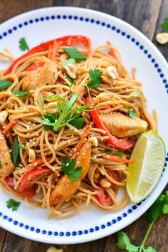 Kuchnia tajska. Makaron z kurczakiem