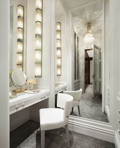 I would luv to have this in my home. My little dressing and make up area in the world.