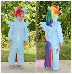 This looks so comfortable, and FUN! My Little Pony: Rainbow Dash Pegasus Costume - Custom fleece 5 piece dress-up set Halloween Costumes For 3, Hallowen Costume, Holidays Halloween, Diy Costumes, Halloween Kids, Halloween Party, Costume Ideas, Halloween 2017, My Little Pony Costume