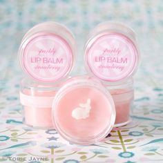 Here is my Sparkly strawberry lip balm labels I designed for my handmade sparkly strawberry lip balm that I packaged in little plastic pots. See the craft tutorial for all the step by step instruction Homemade Lip Balm, Diy Lip Balm, Homemade Moisturizer, Homemade Soaps, Lip Moisturizer, Facial Cleanser, Lip Balm Brands, Belleza Diy, Strawberry Lip Balm