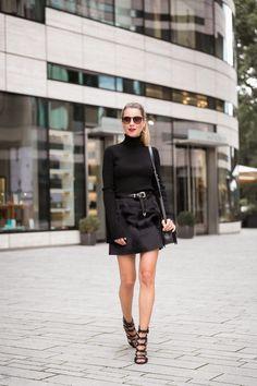 Streetstyle : Statement sleeves all black turtleneck pullover, chalet boy bag & heels