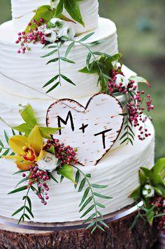 rustic natural wedding cake LOVE IT fresh flowers leaves