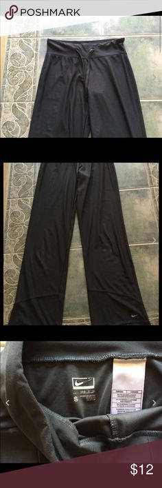 Womens Nike Gray Loose Yoga Pants sz S Good condition with lite wear. Measures about 30 inch waist x 32 inch inseam. The color may vary slightly due to my camera Nike Pants Track Pants & Joggers