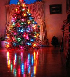 <3 <3 <3 LOVE <3 <3 <3    THERES JUST SOMETHING ABOUR CHRISTMAS....