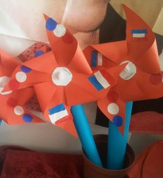 Techniek  Windmolentje voor Koningsdag Diy For Kids, Crafts For Kids, Diy Crafts, Kings Day, Winter Kids, Spring Crafts, Pinwheels, July 4th, Girl Scouts