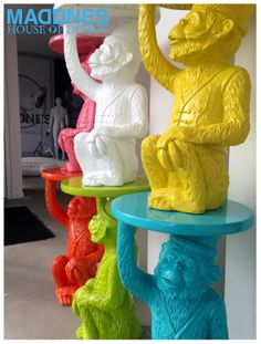 Monkey table in different colors !