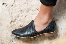 Plano zapatos de cuero negro / zapatos / por EllenRubenBagsShoes