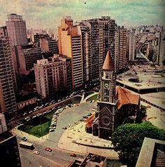 Igreja da Consolação e também a Praça Roosevelt, cujas obras foram concluídas nos anos 60. Crédito: Carlos Namba / http://www.saopauloantiga.com.br/