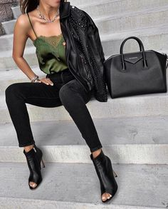 Extremely Stylish Fall Outfit Combinations by Sasha Simón Casual Summer Outfits For Women, Trendy Outfits, Fall Outfits, Fashion Outfits, Fashion Trends, Edgy Chic Fashion, Edgy Chic Style, Prep Fashion, Moda Outfits