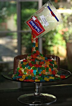2015: anti-gravity gummy bear cake