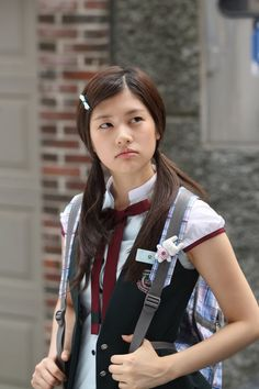 playful kiss korean drama - Oh Ha Ni is a total stalker, but she's cute. She's pretty unstoppable. Would a guy actually fall for that or would he get a restraining order? Young Actresses, Korean Actresses, Actors & Actresses, Korean Actors, Korean Star, Korean Girl, Baek Seung Jo, Itazura Na Kiss, Kim Joong Hyun