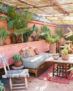 Best Boho Chic Outdoor Furniture To Redesign Porch - Garden Style - Best Boho Chic Outdoor Furniture To Redesign Porch bohemian porch. Patio Interior, Interior Exterior, Outdoor Rooms, Outdoor Living, Outdoor Decor, Outdoor Daybed, Outdoor Patios, Outdoor Kitchens, Bohemian Porch