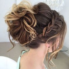 Elegant hairstyles for prom - best prom hair styles Easy Updos For Medium Hair, Medium Hair Styles, Curly Hair Styles, Easy Hair Up Styles, Hair Do For Medium Hair, Prom Hair Medium, Loose Hair, Short Styles, Elegant Hairstyles