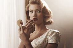 mad men makeup/ holiday party makeup and hair inspiration Look Retro, Look Vintage, Vintage Curls, Vintage Waves, Vintage Bob, Vintage Short Hair, Retro Curls, Short Retro Hair, Retro Chic
