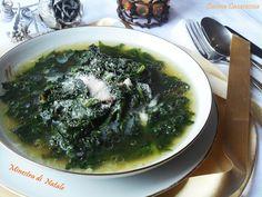 Minestra di Natale ricetta primi piatti della tradizione Napoletana verdure come borragine, cicoria e scarola piccola, pollo o gallina del contadino
