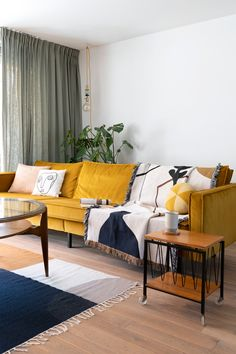 These 4 Living Room Trends for 2019 – Modells. Living Room Trends, Living Room Inspiration, Living Room Sofa, Home Living Room, Living Room Designs, Living Room Decor, Living Spaces, Mustard Sofa, Yellow Couch