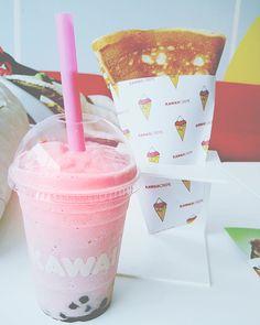 Kawaii bubble tea and a crepe Milk Shakes, Yummy Drinks, Yummy Food, Images Kawaii, Bubble Milk Tea, Kawaii Dessert, Pastel, Cute Food, Bubbles
