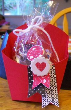 Cute little Valentine treat holder - fry box - Stampin' Up!  www.crazystampinglady.blogspot.com  - Maureen Rauchfuss