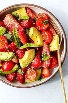 Strawberry Avocado Tomato Salad recipe by Carrie Walder Avocado Tomato Salad, Avocado Salad Recipes, Avocado Salat, Summer Salad Recipes, Healthy Salad Recipes, Summer Salads, Whole Food Recipes, Summer Bbq, Avocado Food
