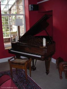 Steinway Baby Grand Piano, from 1907. what a treasure. The older pianos are soooo much better.