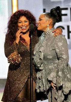 Patti LaBelle Photos - Singers Chaka Khan and Patti LaBelle speak onstage during the 2010 BET Awards held at the Shrine Auditorium on June 2010 in Los Angeles, California. - BET Awards - Show Soul Singers, Female Singers, Hip Hop, Chaka Khan, Vintage Black Glamour, Old School Music, Black Celebrities, My Black Is Beautiful, Before Us