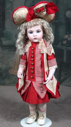 Offered on behalf of the Ellen Wood Collection is this DREAMY and PERFECT 19 Bru Jne 7 on a Chevrot body from the Girard period.  This doll is Ellen's