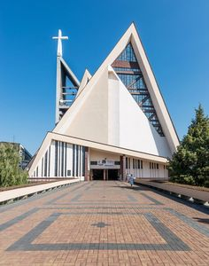 "Gallery of These Churches Are the Unrecognized Architecture of Poland's Anti-Communist ""Solidarity"" Movement - 4 Sacred Architecture, Cultural Architecture, Church Architecture, Religious Architecture, Education Architecture, Residential Architecture, Architecture Design, Architecture Religieuse, Modern Church"
