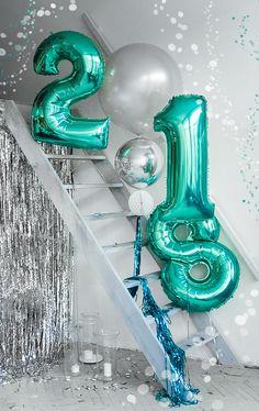 Фотозона на новый год | Бирюзовые фольгированные шары цифры 2018 | | Big turquoise foil balloons letter 2018 new year eve party photozone christmas decorations