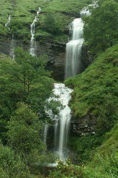 Estacas de Trueba | Cantabria | Spain Beautiful Sites, Beautiful World, Wonderful Places, Beautiful Places, Travel Around The World, Around The Worlds, Beautiful Waterfalls, Spain And Portugal, Andalusia