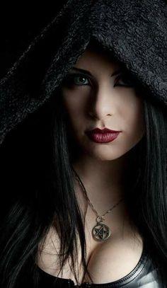 Beautiful Girl like Fashition Gothic Girls, Hot Goth Girls, Beautiful Girl Image, Beautiful Eyes, Beautiful Women, Goth Beauty, Dark Beauty, Victorian Goth, Curvy Women
