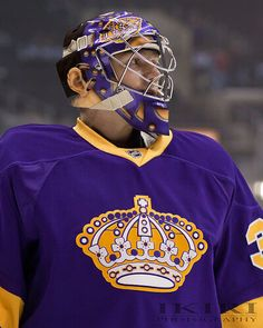 "JONATHAN QUICK ""retro"" Uniform Hockey Helmet, Hockey Goalie, Ice Hockey, Football Helmets, Jonathan Quick, La Kings Hockey, Goalie Mask, Nhl Players, Colorado Avalanche"