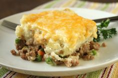 From Delicious As It Looks: ... Turkey Shepherd's Pie ... oh my!! ground turkey shepherd's pie with peas, carrots and melted cheese