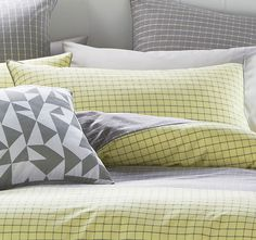 deco-city-living-casper-standard-pillowcase-grey-and-citron