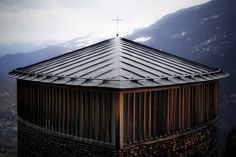 Peter Zumthor - Saint Benedict Chapel, Sumvitg Previously. Via Saeed Aman. Sacred Architecture, Religious Architecture, Church Architecture, Architecture Details, Origami Architecture, Residential Architecture, Peter Zumthor, Modern Church, Carlo Scarpa
