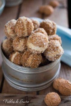 Baci di amaretti caffè e mascarpone Cheesecake Desserts, Mini Desserts, Cookie Desserts, Dessert Recipes, Italian Cookie Recipes, Italian Cookies, Italian Desserts, Amaretti Cookies, Biscotti Cookies