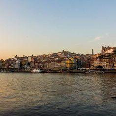O Porto é cidade de uma silhueta inconfundível  Fotografia de Nuno Angélico Sampaio.  #viveoporto #portoponto #webookporto #porto #visitporto #portoalive #portugal #igers_porto #igersportugal by webookporto