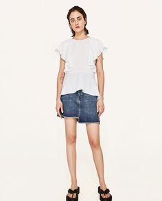 ZARA - FEMME - TOP À VOLANTS Frill Tops, Zara Women, Mode Inspiration, No Frills, Denim Skirt, Bermuda Shorts, Skirts, Outfits, Ruffles