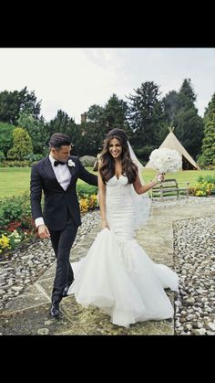Mark Wright and Michelle Keegan got married. Do you want to know Michelle Keegan dress for wedding? Michelle Keegan Wedding Dress, Michelle Keegan Hair, My Hairstyle, Bride Hairstyles, Down Hairstyles, Brunette Wedding Hairstyles, Brunette Bridal Hair, Bridal Hair And Makeup, Brunette Bride