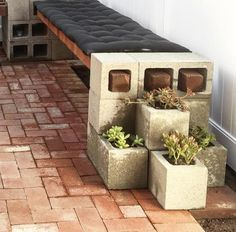 Easy DIY Cinder Block Bench with planter for the backyard. Cinder Block Furniture, Cinder Block Bench, Cinder Block Garden, Cinder Blocks, Cinder Block Ideas, Bench Block, Cinder Block Walls, Concrete Furniture, Diy Patio