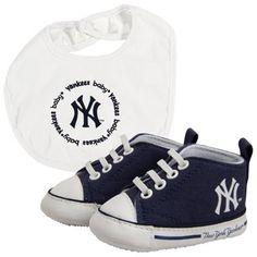 New York Yankees Infant Bib and Shoe Gift Set - Navy Blue/White