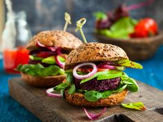 This recipe takes a boring black bean burger and spices it up with the addition of quinoa. In addition to adding flavor, the quinoa amps up the health factor. Beetroot Burgers, Beet Burger, Quinoa Burgers, Vegan Burgers, Homemade Veggie Burgers, Best Veggie Burger, Good Burger, Burger Perfect, Burger Recipes
