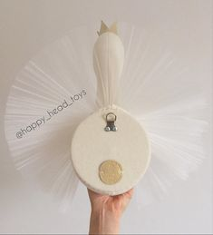 Princess swan ivory berry color leather crown size m 40 35 centimeters swan head wall mounted swan taxidermy Cute Princess, Baby Shower Princess, Diy Craft Projects, Diy And Crafts, Muñeca Diy, Milk Color, Unicorn Pillow, Faux Taxidermy, Elephant Head