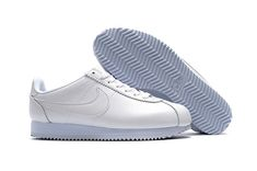 outlet store 459fd 7760b Nike Classic Cortez PU White