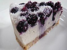 No-Bake Cheesecake Bars with Fresh Blueberry Sauce from Thirty Handmade Days - This is the Bomb! I also omitted the almond flavoring. Cheesecake Vanille, No Bake Blueberry Cheesecake, Blueberry Sauce, Light Cheesecake, Blueberry Bars, Cheesecake Squares, Blueberry Topping, Lemon Cheesecake, Cookie Desserts