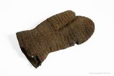 Mitten, sewn with nálbinding or vattarsaumur, from the middle ages. Found deep in the earth at 	Arnheiðarstaðir, Fljótsdalur.Dated 900-1000. Dating is a bit questionable as it was based on a penannular brooch found close to - but not in direkt context with the mitten.