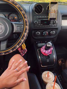 Future car interior - zukünftige autoinnenausstattung - futur intérieur de voiture - futuro interior del automóvil - future car i. Car Interior Upholstery, Car Interior Decor, Custom Car Interior, Car Interior Design, Hippie Auto, Hippie Car, Hippie Style, Car Interior Accessories, Car Accessories For Girls