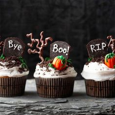 halloween cupcakes. Too cute!